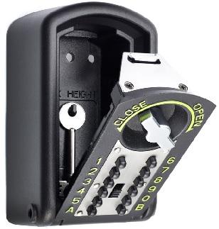 Petit coffre-fort, ici une boite à clés contenant des clés