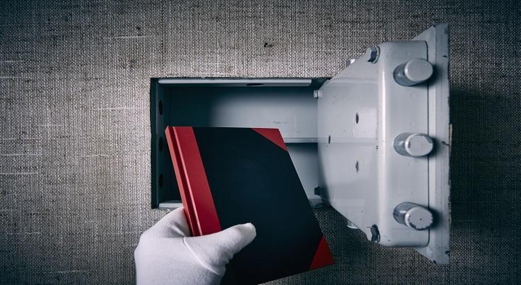 cacher un coffre-fort dans un mur
