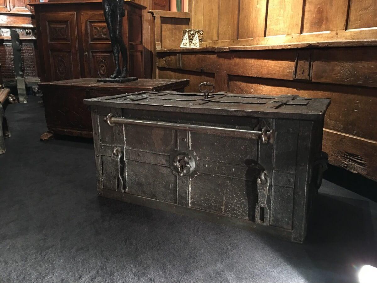 coffre-fort ancien vintage antiquité